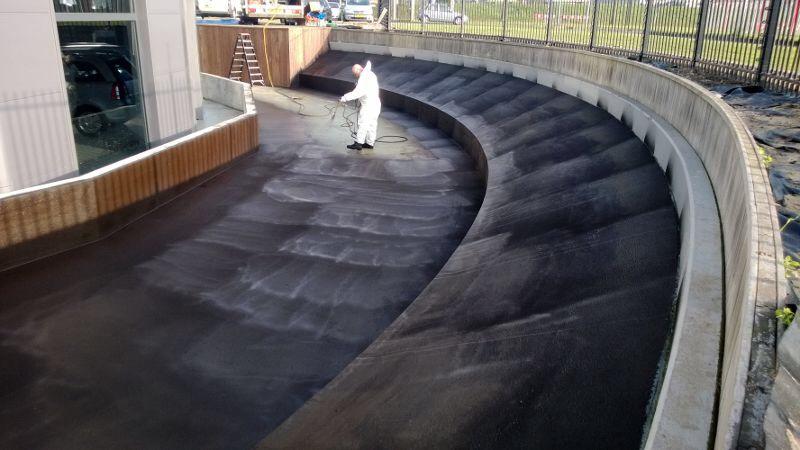 Liquid rubber vijver